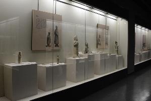 沿墙博物馆展柜